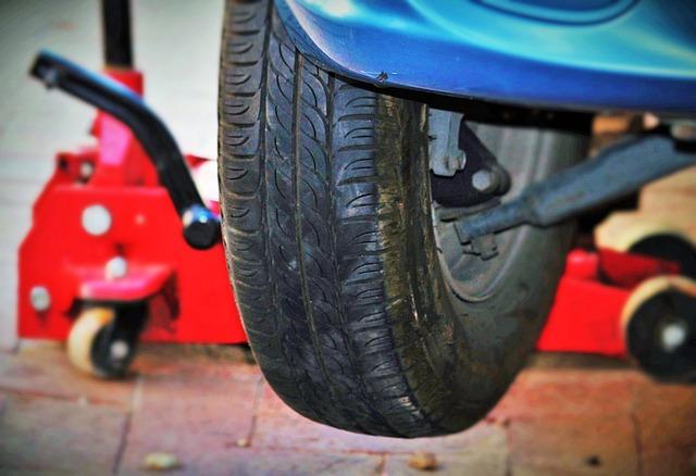 auto-tires-1317038_640