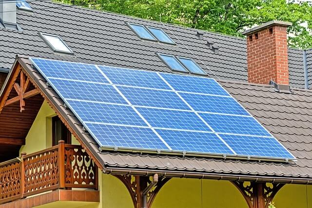solar-panels-1477987_640-min (1)