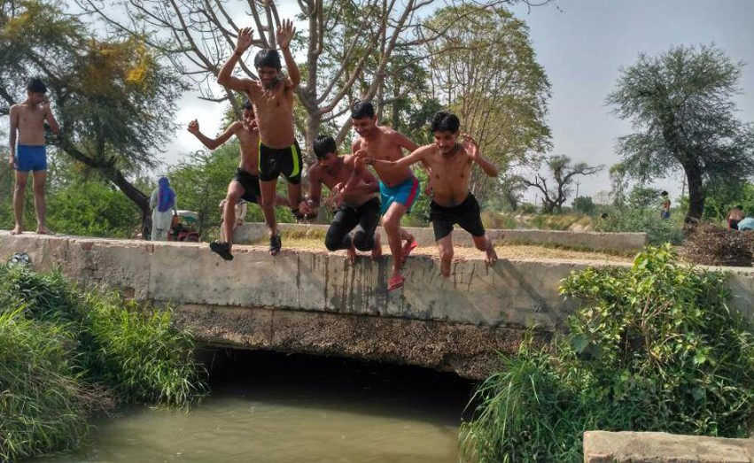 youngsters diving river India